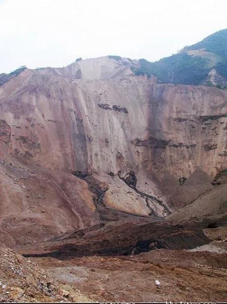 中共官员承认汶川地震后曾现核事故 5.12川震是一场核爆炸?