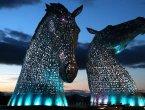 苏格兰点亮30米高钢铁巨马:华彩似魔幻世界(组图)