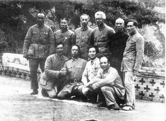 李富春林伯渠率部 英领事被斩首夫人被27人轮奸 蒋介石发通缉令