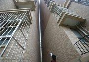 你敢住嗎?上海樓房發生傾斜 兩高樓碰在一起 組圖