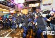 6000港警旺角清場 邊打邊抓釀流血衝突 80人被捕 組圖