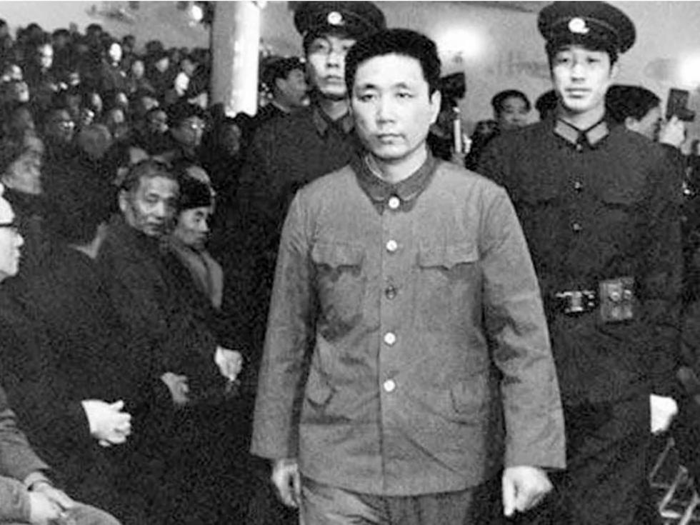 王洪文為何迅速失寵於毛澤東(圖)