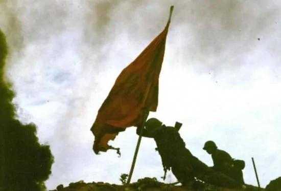 共军少将:攻上老山战士以身撑红旗照不属实(组图)
