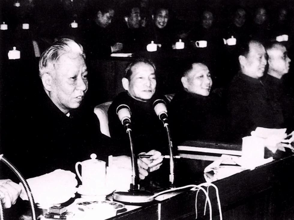 毛泽东打倒刘少奇的关键布局(图)