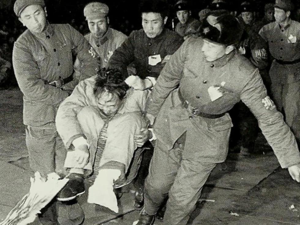 毛泽东砸烂公检法五大原因 怀疑彭真罗瑞卿