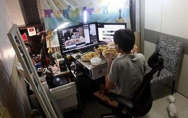 """這仁兄""""吃晚餐""""就有5萬收入 南韓14歲少年實況爆紅 圖"""