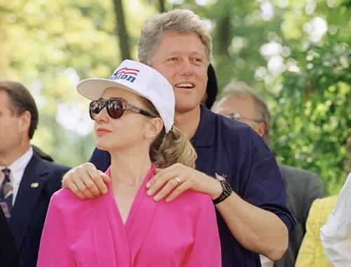 克林顿性丑闻发酵 希拉里助选人受不了了