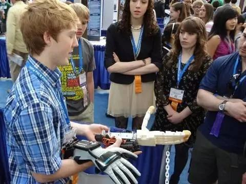 19岁少年震惊科技界,已经进NASA和白宫了!(组图) - 纽约文摘 - 纽约文摘