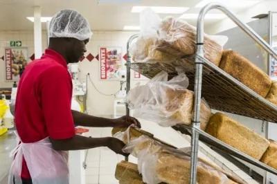 美国最新研究,经常摄取白面包、贝果面包等高升糖指数(GI)的食物,罹患肺癌的比例将增加49%。(彭博)