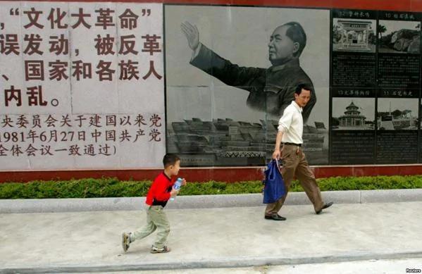 【微揭秘】罕見老照片 爹親娘親不如毛主席親?(組圖)