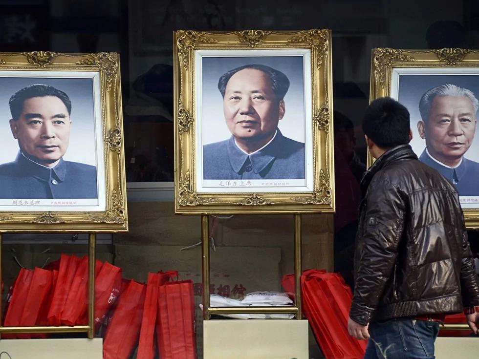 刘少奇与周恩来结盟逼毛泽东交权(图)