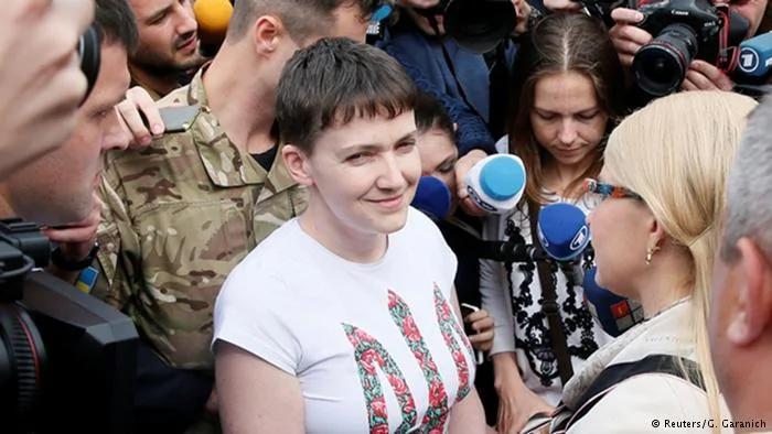 被俄罗斯拘押的女乌克兰战机飞行员 获释回国 组图