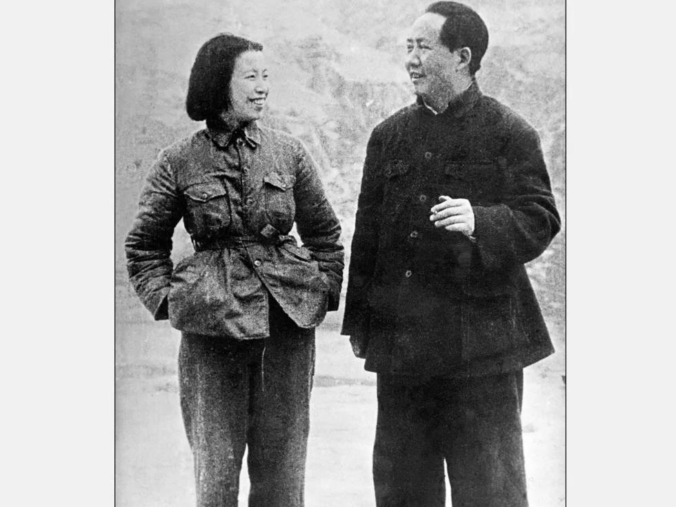 江青联手四大金刚批周恩来 毛泽东态度暧昧