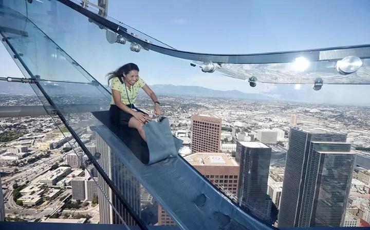 超恐怖!70层楼高透明溜滑梯 周六洛杉矶开滑 图