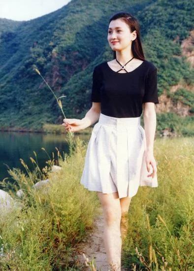 1991年因在电视剧《唐明皇》中扮演杨贵妃获第11届 ...