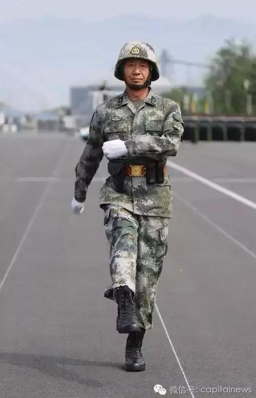 习近平从严治军 3个集团军长一齐换 曾与基层部队踢正步 图