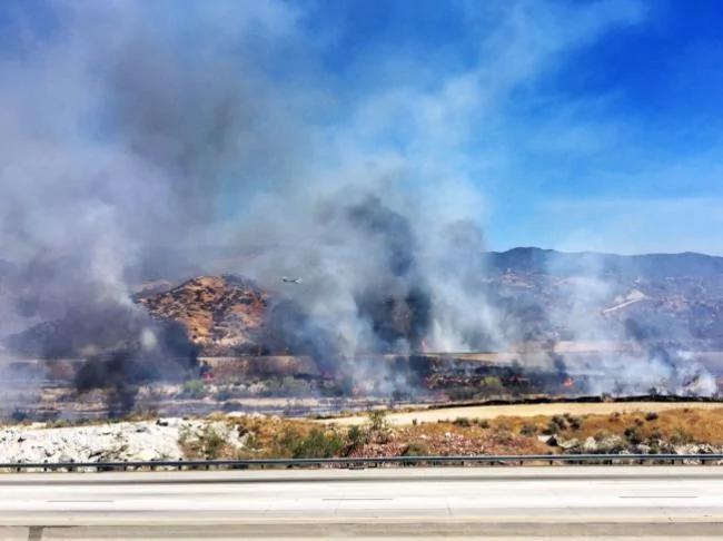 洛杉矶大火遮天蔽日 居民收到强制撤离令 图