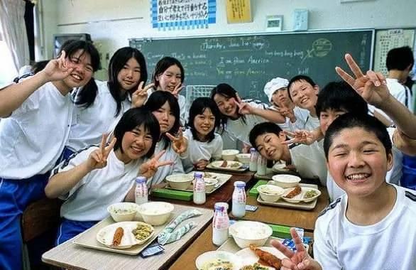 Kết quả hình ảnh cho school lunch in japan