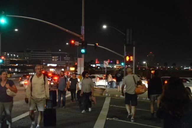 洛杉矶国际机场传巨响 严重瘫痪 图