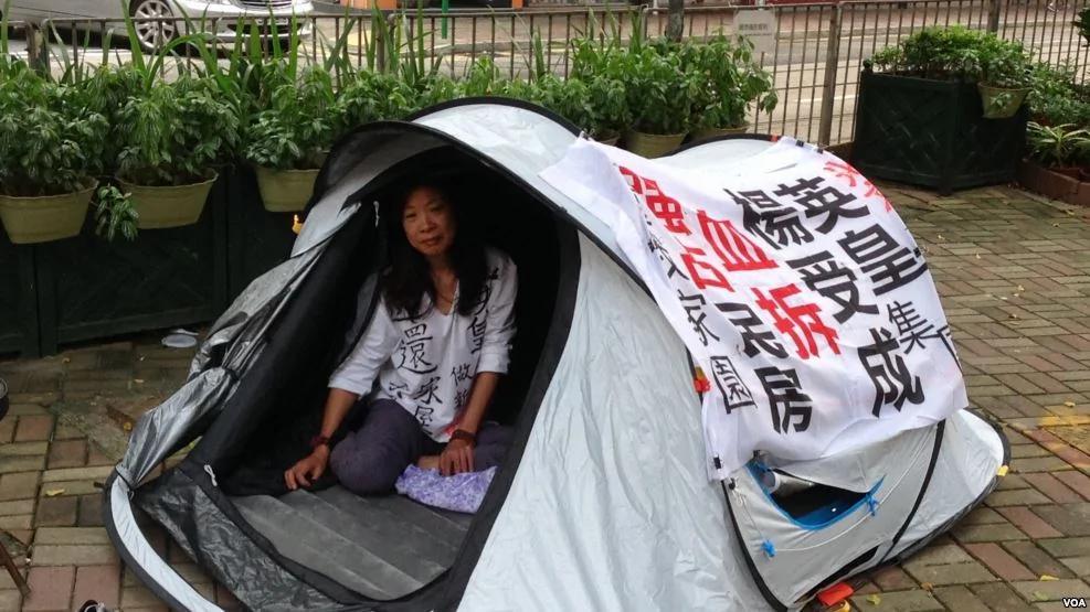 谢霆锋老板背靠曾庆红强拆 北京人在港英皇集团前绝食 组图