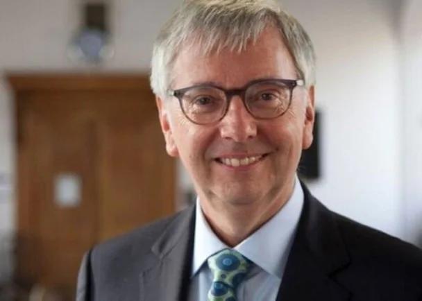 剑桥校长不再被英国人包揽 加拿大人当选 组图