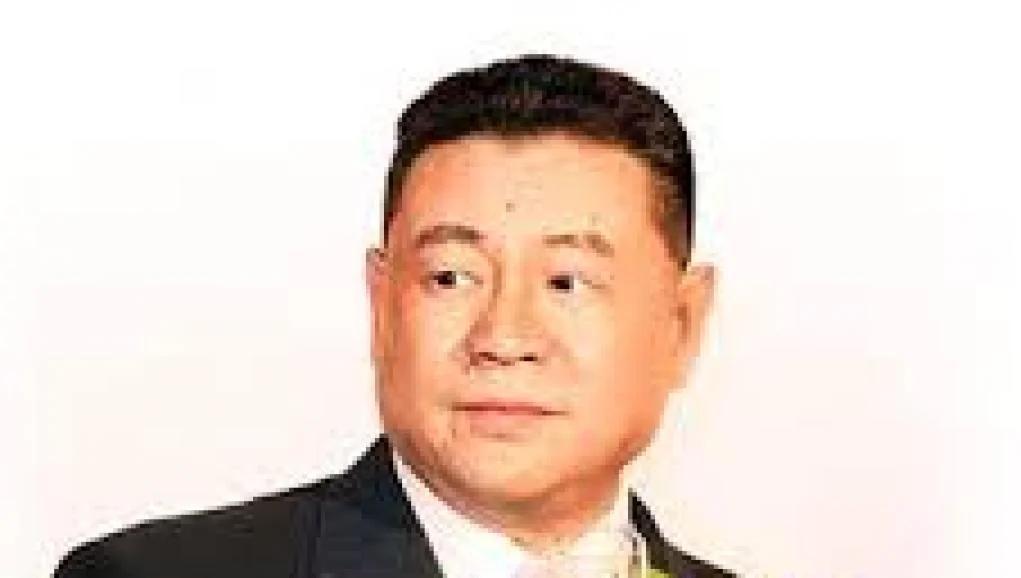 一度叱咤商界常有女星相陪刘銮雄如今百病丛生寸步难行 图