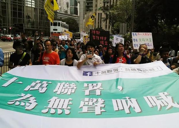 香港弱智女疑遭性侵 2000人游行促加强监管院舍 组图