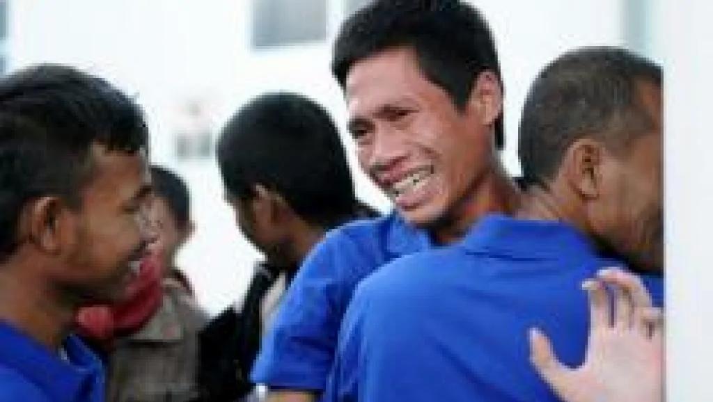 有9名大陸人 經台灣斡旋被索馬利亞海盜拘禁四年半的26名亞洲各國船員獲釋