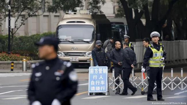 """六中全会定新规,高唱""""反腐进行时"""" 图"""
