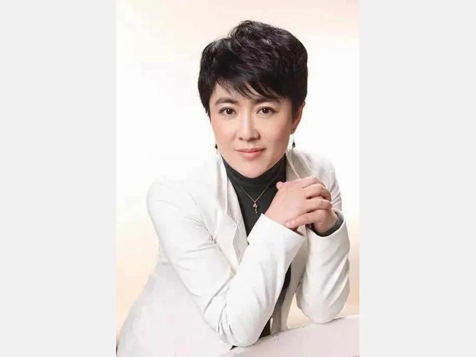 李峰被免去人大职务 疑与美女富商有染 图