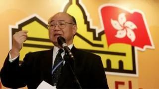 新闻人物:香港退休法官胡国兴——打响特首选战枪声第一人 组图