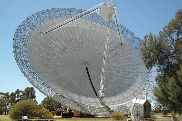 神秘快速电波爆发 可能来自10亿光年外(图)