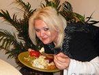 美国女子因肥胖遭嘲笑 狂甩59公斤 变得靓极了!(图集)