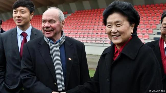 """""""中国人会踢足球"""" 但13亿人无数次失望"""