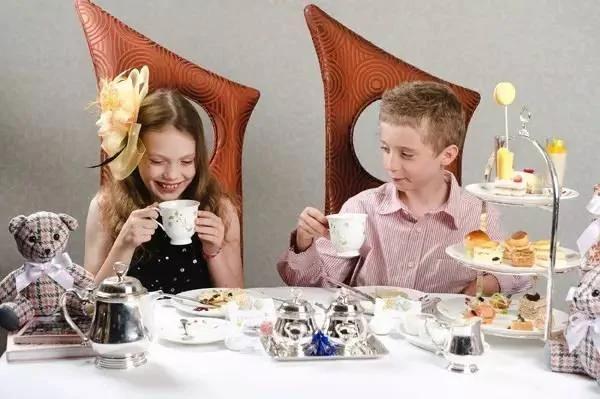 这些餐桌上的教养 将决定孩子日后的成功程度