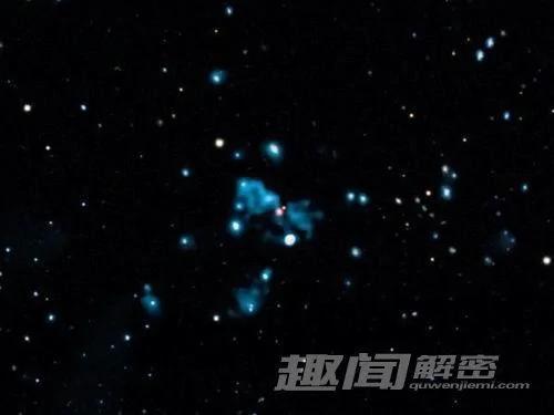 """天文奇景:""""宇宙幽灵""""潜伏在黑洞"""