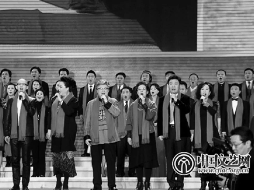 荣升第一夫人后 彭丽媛首次重登舞台