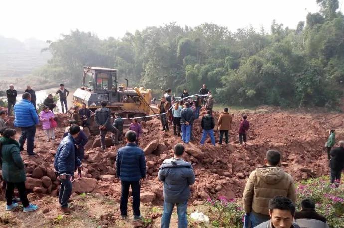 四川宜宾农妇阻挠强征遭挖机压死