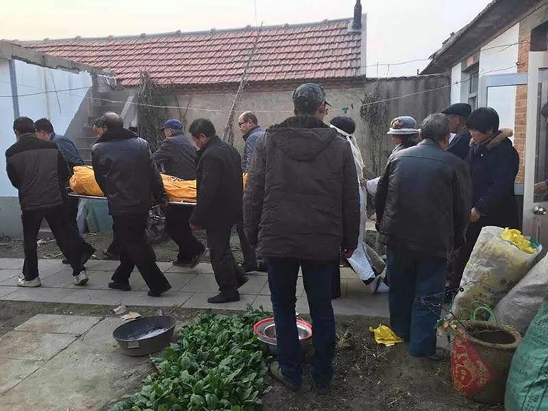 警察访民贺冠山离奇送院 父亲悲伤自缢死