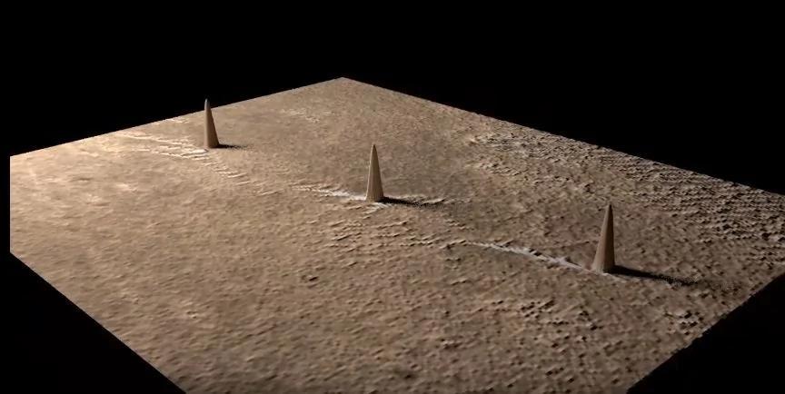 外媒:火星发现三个巨大尖塔 跟吉萨金字塔一样完美排列!