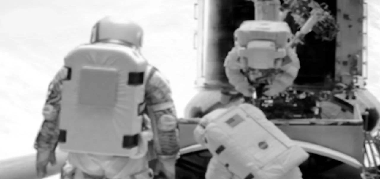 """外媒:前NASA员工曾目击""""太空人和高大外星人会面"""""""