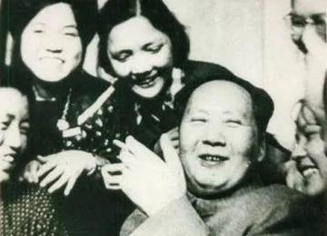 毛泽东向高官力荐淫书 胡耀邦疑惑:主席天天都看金瓶梅?