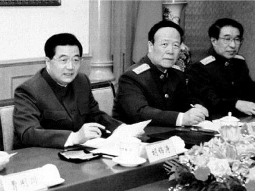 港媒揭秘胡锦涛被架空细节 郭徐拍板军师级将领 习近平大手笔收军权