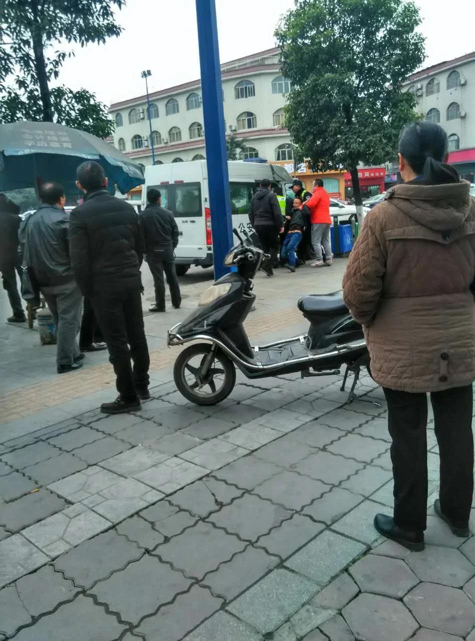陈云飞解聘律师致庭审流产告终