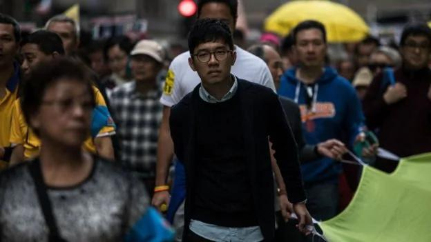 香港数千民主派元旦游行 抗议北京释法