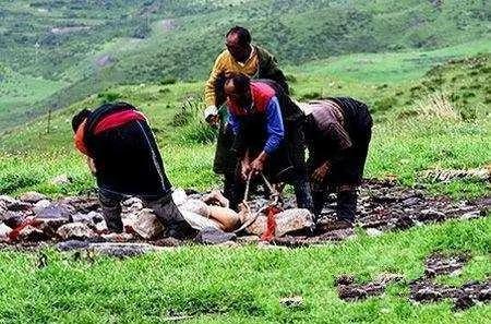 揭秘西藏奇特的天葬仪式