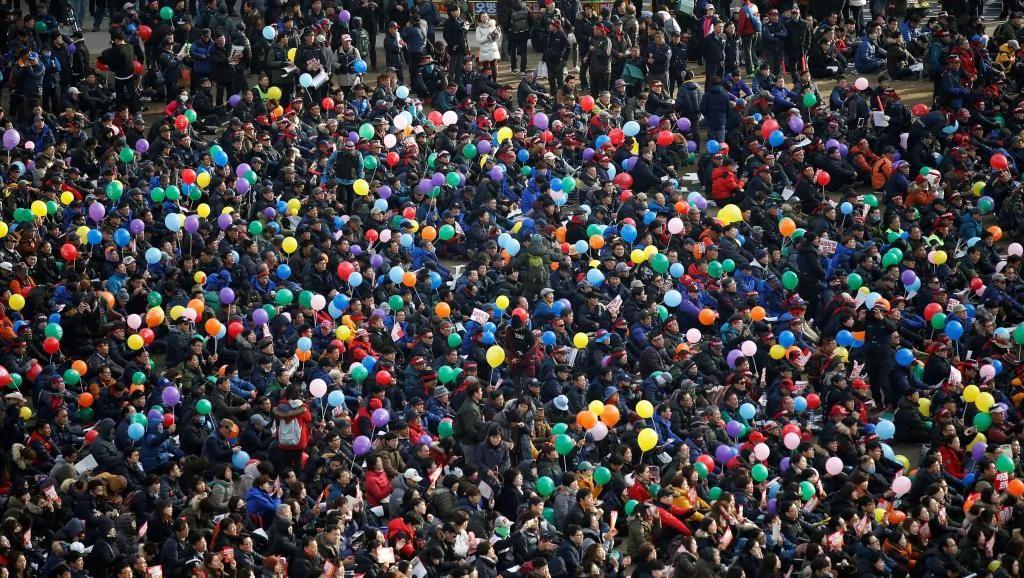 重返街头 韩国民众定要朴槿惠下台