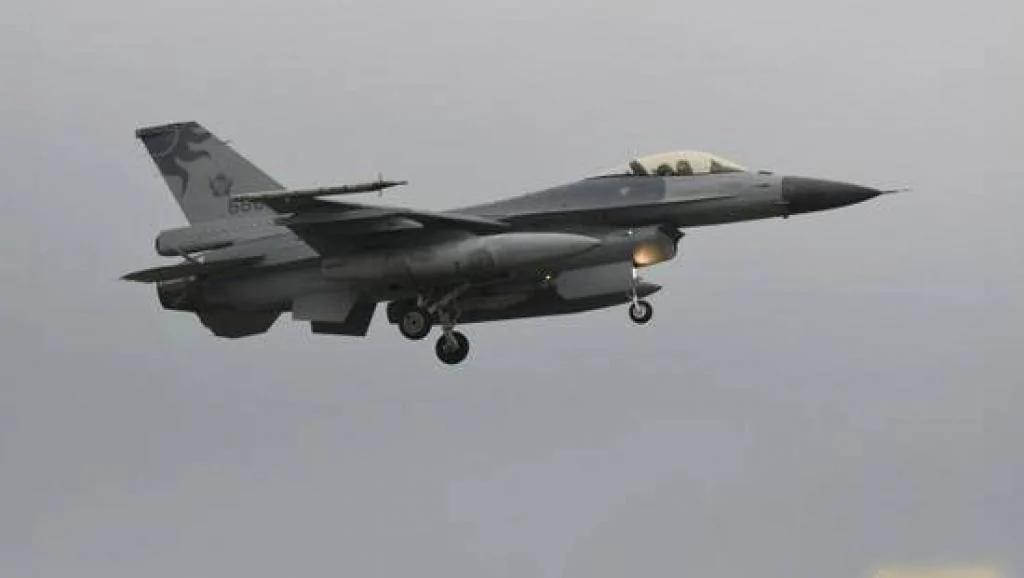 中共军队首发南海海空实战信息 专家猜剑指美国航母