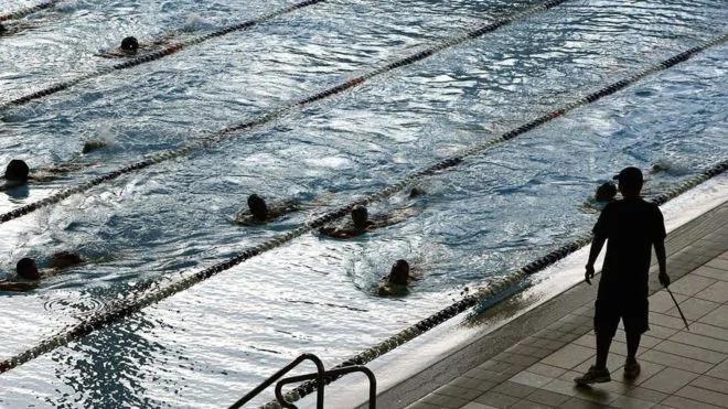 法院裁决:穆斯林父母必须让女儿上游泳课