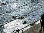 法院裁决:穆斯林父母必须让女儿上游泳课(图)